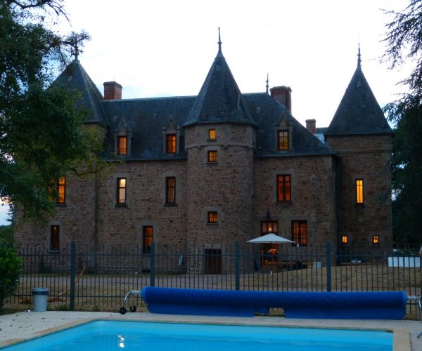 Chateau Bussolles zwembad